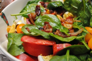 Spinach salad with warm bacon vinaigreett